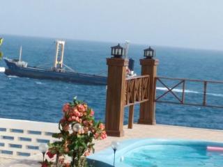 Maison ou chambre a louer piscine au bord mer calm - Jacmel vacation rentals