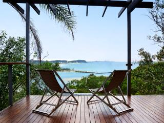 Beautiful 4 bedroom Currumbin House with Deck - Currumbin vacation rentals