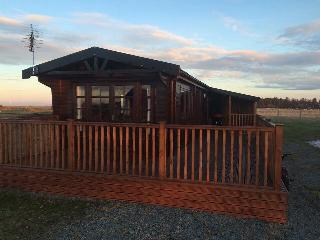 2 bedroom Lodge with Internet Access in Tain - Tain vacation rentals