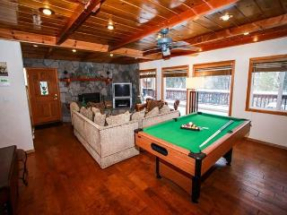 BEST LOCATION!  Walk to VILLAGE! Hot Tub! Ski! Lake! Pool table! WIFI! NICE!! - Big Bear Lake vacation rentals