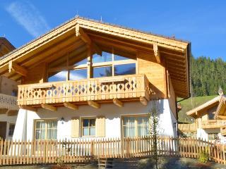 Sunny 4 bedroom Chalet in Neukirchen am Grossvenediger - Neukirchen am Grossvenediger vacation rentals