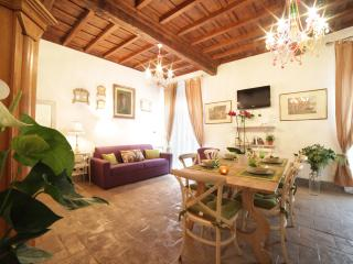 NOSTROMONDO - Elegant FORUM HOUSE- Roman Forum - Rome vacation rentals