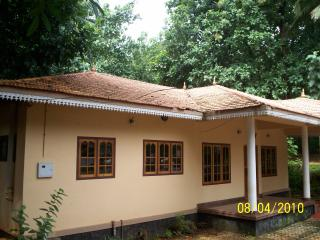 2 bedroom Bed and Breakfast with Internet Access in Kottayam - Kottayam vacation rentals