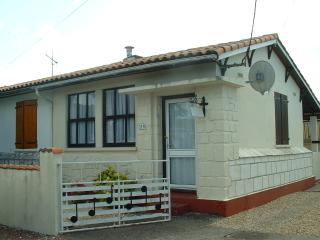 Semi detached bungalow with private drive - Royan vacation rentals