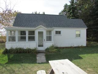 Cozy 2 bedroom House in Oscoda with Internet Access - Oscoda vacation rentals