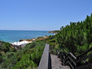 Apartamento dos Bicos T2 perto da Praia da da Oura e Rua da Oura - Albufeira vacation rentals
