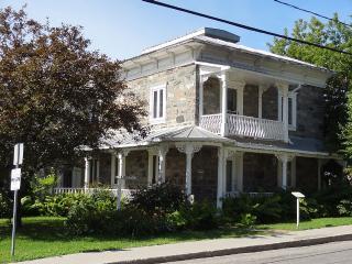 Magnifique résidence ancestrale datant de 1886 - Saint Andre-Avellin vacation rentals