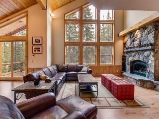 Gorgeous interior, tons of space, and private hot tub! - Truckee vacation rentals