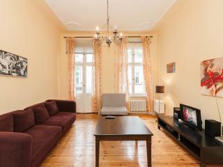 Quiet and Central apartment for 5 , Kurfurstendam - Berlin vacation rentals