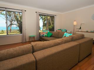 Beautiful House with Dishwasher and Parking - North Stradbroke Island vacation rentals