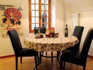 Bright Townhouse with Internet Access and Balcony - Pigna vacation rentals