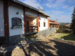 Chácara Estilosa e Aconchegante - Piracaia vacation rentals