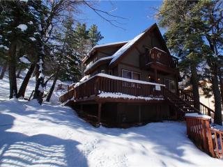 Cozy 3 bedroom Cabin in Big Bear City with Deck - Big Bear City vacation rentals