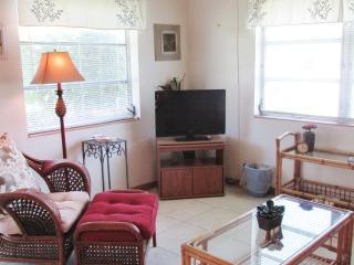 Amazing One Bedroom in Delray (Unit 13) - Delray Beach vacation rentals