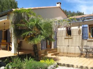 Maison à l'abri du Mistral - Haus für 4 bei Uzès - Garrigues-Sainte-Eulalie vacation rentals