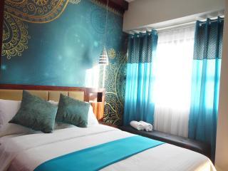 Brandnew Lux. 2BR-condo poolview across Ayala Mall - Cebu City vacation rentals