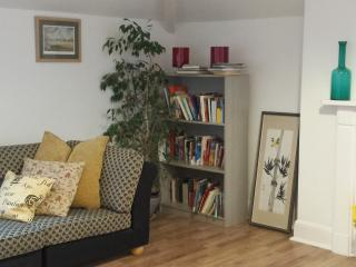 Lovely, modern, hotel style apartment - Cheltenham vacation rentals