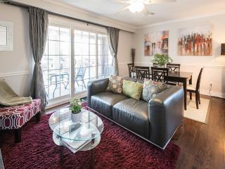 Robina House ~ Free: Wi-Fi+ prkg+wash+printing - Toronto vacation rentals