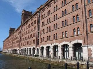 Luxury Riverside Dock Apt. close to City Centre - Liverpool vacation rentals
