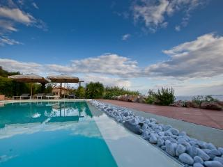 Comfortable 5 bedroom Villa in Cala Piccola with Internet Access - Cala Piccola vacation rentals