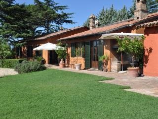 Gorgeous Villa in Morlupo with Internet Access, sleeps 8 - Morlupo vacation rentals