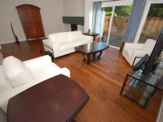 LUXURIOUS 3 BEDROOM REDWOOD CITY TOWNHOUSE - Redwood City vacation rentals