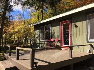 Lakefront Cottage Near Lake MI/Sleeping Bear Dunes - Honor vacation rentals