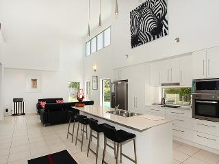 10 Pavilion Court, Mudjimba, $500 BOND, - Mudjimba vacation rentals