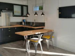 """Appartement """"HERMES"""" - Puy-l Eveque vacation rentals"""