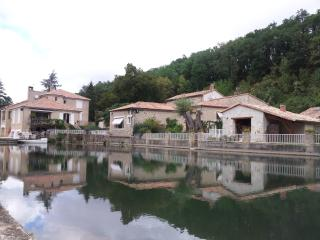 Bright B&B with Satellite Or Cable TV and Parking Space in Aslonnes - Aslonnes vacation rentals