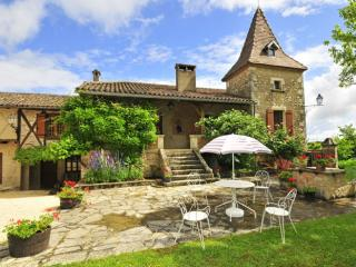 Old Priory Fully Restored to a very high standard - Cenac-et-Saint-Julien vacation rentals