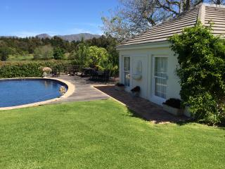 1 bedroom Cottage with Housekeeping Included in Constantia - Constantia vacation rentals