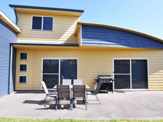 Bright Inverloch vacation House with A/C - Inverloch vacation rentals