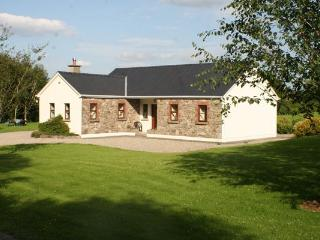 Comfortable 3 bedroom Cottage in Garrykennedy - Garrykennedy vacation rentals