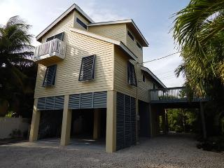 Cozy 3 bedroom Summerland Key House with A/C - Summerland Key vacation rentals
