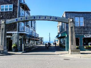 Nye Beach dining, shopping, beach access, fun! - Newport vacation rentals