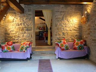 Cozy 3 bedroom Farmhouse Barn in Sestino with Internet Access - Sestino vacation rentals