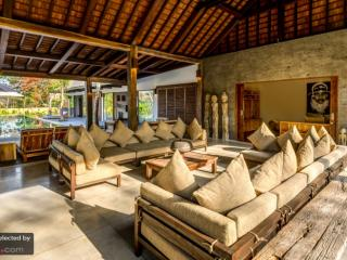 Nice Villa with Internet Access and Shared Outdoor Pool - Uluwatu vacation rentals