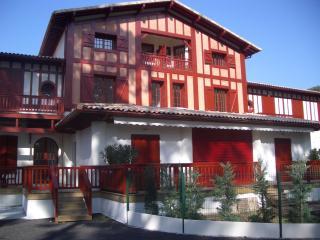 Tres agreable appartement dans un parc arboré - Arcachon vacation rentals