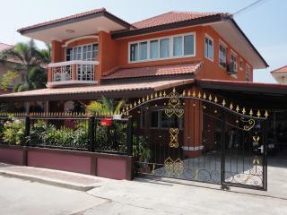 5 bedroom villa with private pool - Jomtien Beach vacation rentals