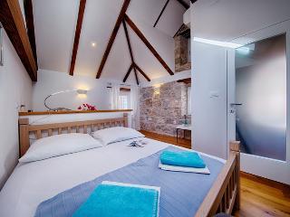 2 bedroom House with A/C in Komiza - Komiza vacation rentals