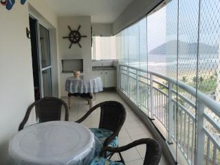 Apartamento frente para a praia - lindíssimo - Bertioga vacation rentals
