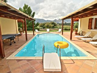Olive Hill 4-Bedroom  Mansion - Private Pool - Lagopodo vacation rentals