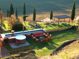 Private Tuscany Villa,Pool, Hot tub,wi-fi,15km from Siena - SPECIAL PRICES 2016 - Siena vacation rentals