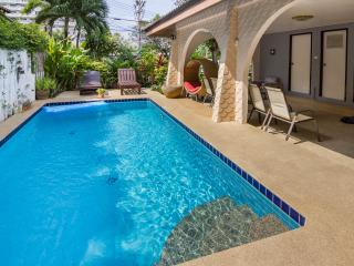 GRAND CONDOTEL VILLA ROSE WITH PRIVATE POOL - Pattaya vacation rentals