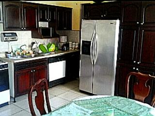 Costa Rica cheap lodging guesthouse vacancy - Curridabat vacation rentals
