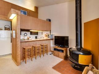 Ski-in/ski-out condo w/ rec center access & shared hot tub! - Northstar vacation rentals