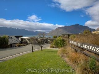 Well-located vacation apartment ideal for a small family or couples! - Queenstown vacation rentals