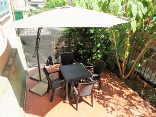 Cozy apartment with garden -Monteverde - Rome vacation rentals