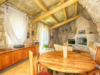 Historic Provence Villa Near Les Baux - Villa de la Grotte - Les Baux de Provence vacation rentals